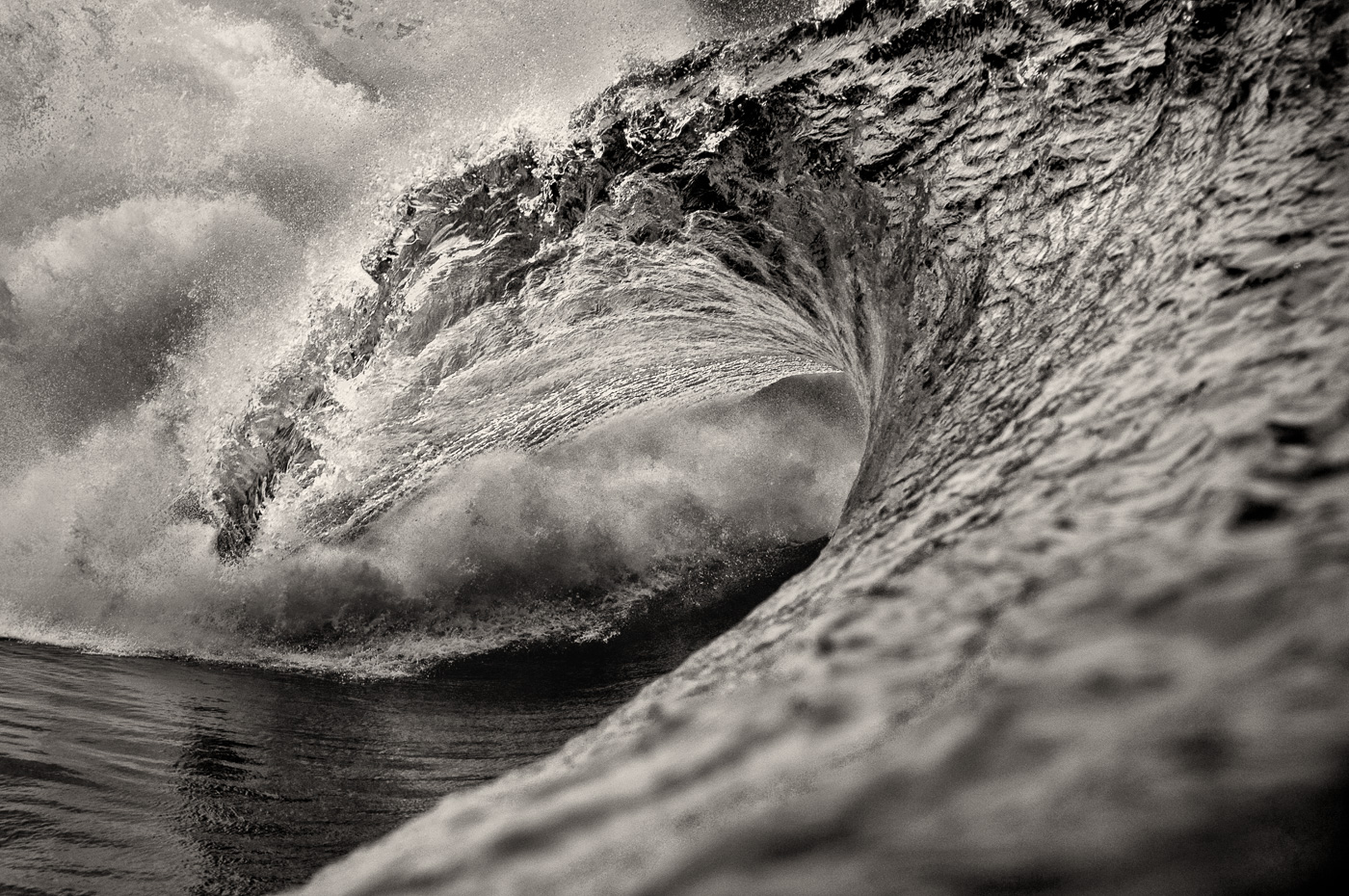 wave black and white