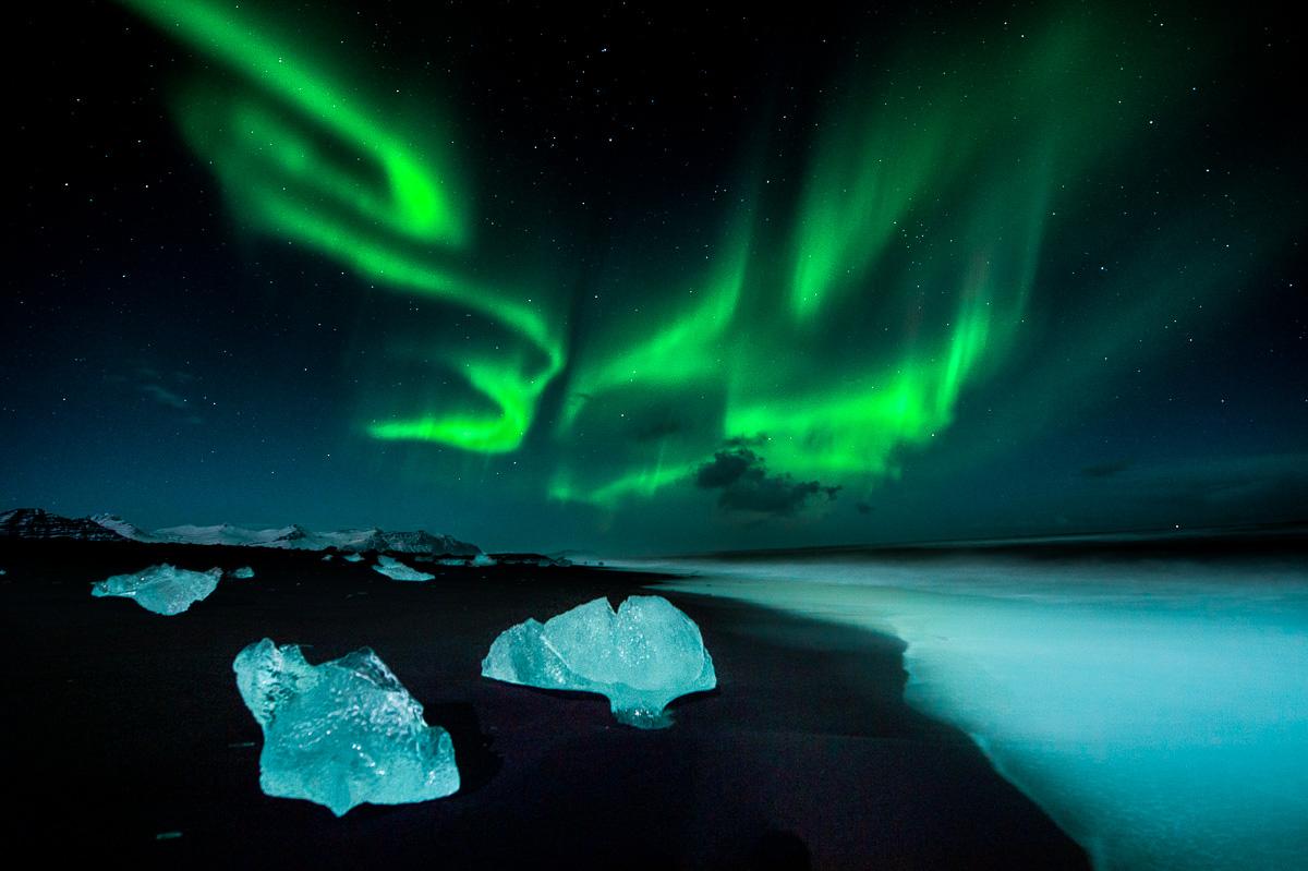 ice waves northern light iceland