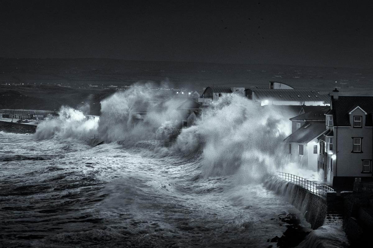 lahinch promenade wave photo