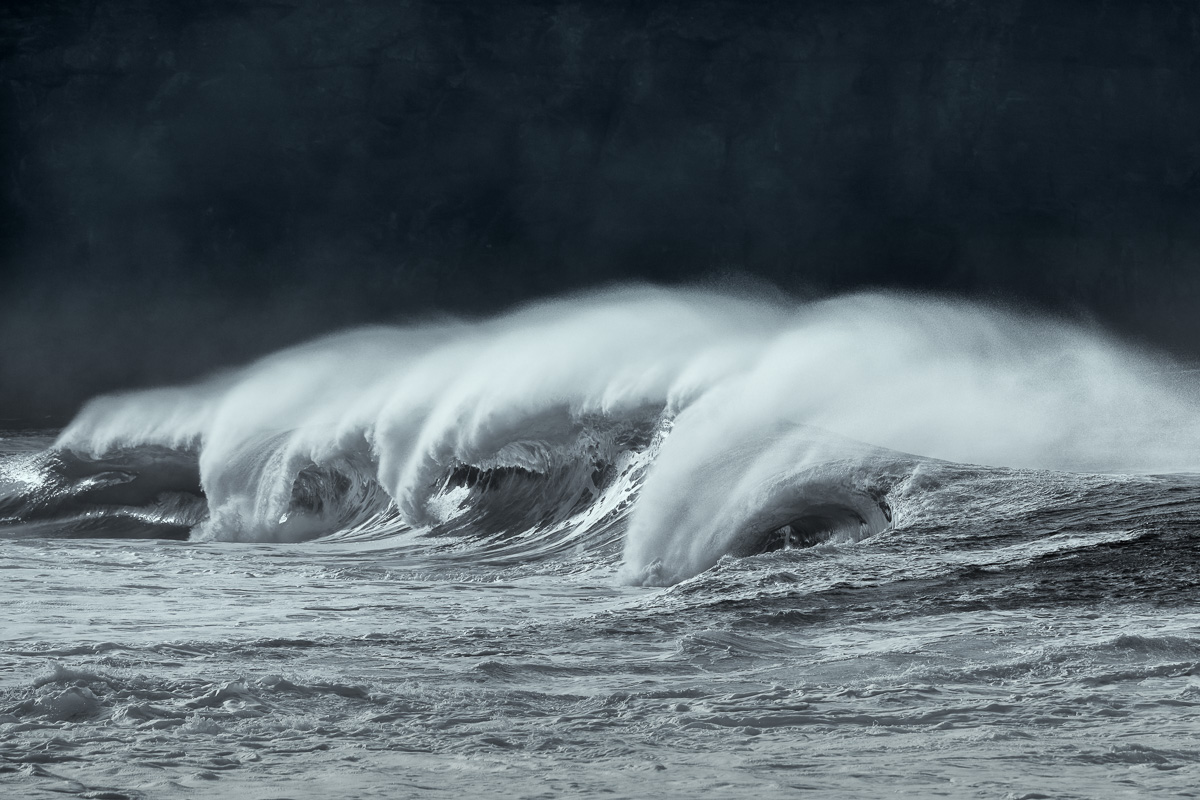 huge_waves_black_and_white